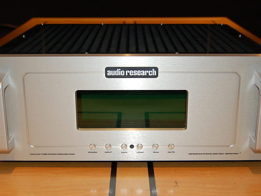 "Audio Research Reference Phono 2 Silver  Phono preamp w/MC/MM inputs--""SE"" version"