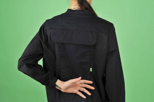 Черная рубашка с карманом на спине