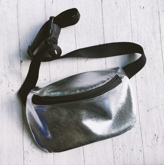 сумка на пояс серебряная эко кожа