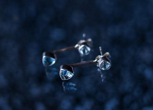 Двойные серебряные серьги пусеты с топазом Swiss blue