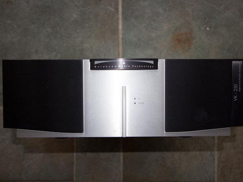 BAT Balanced Audio Technology VK-250 Amplifier