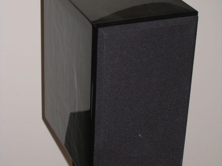 USHER S-520 Glossy Black