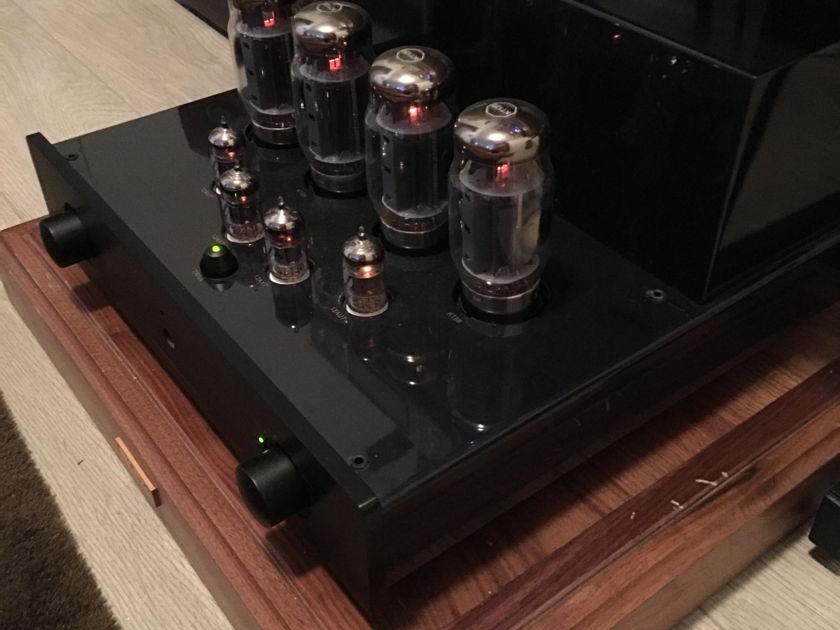 PrimaLuna Dialogue 2 Integrated Amplifier w/KT-120s!