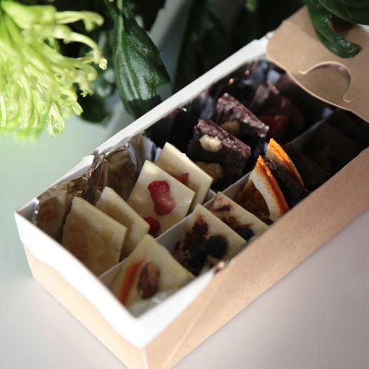 Ассорти из натурального шоколада с орехами и сухофруктами. Веган. 100 гр.