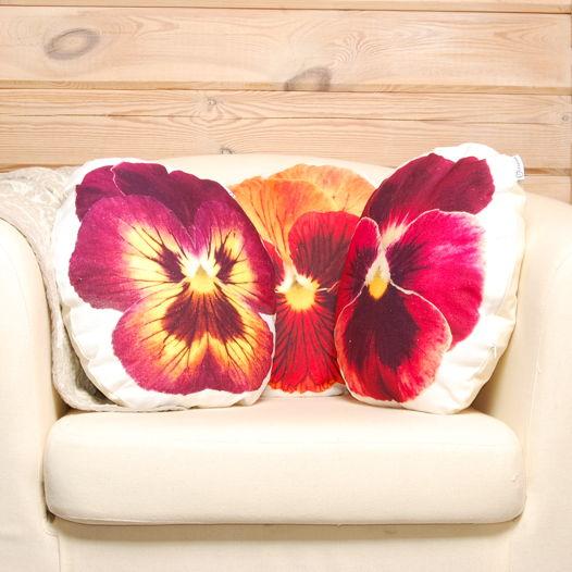 Фиалки. Комплект декоративных подушек из натуральной льняной ткани