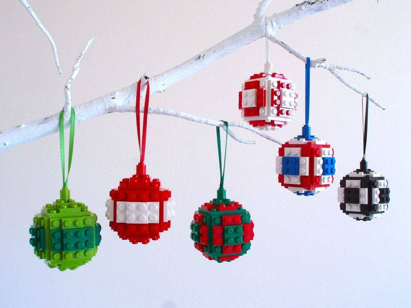 Decorating Your Christmas Tree With LEGO Pieces