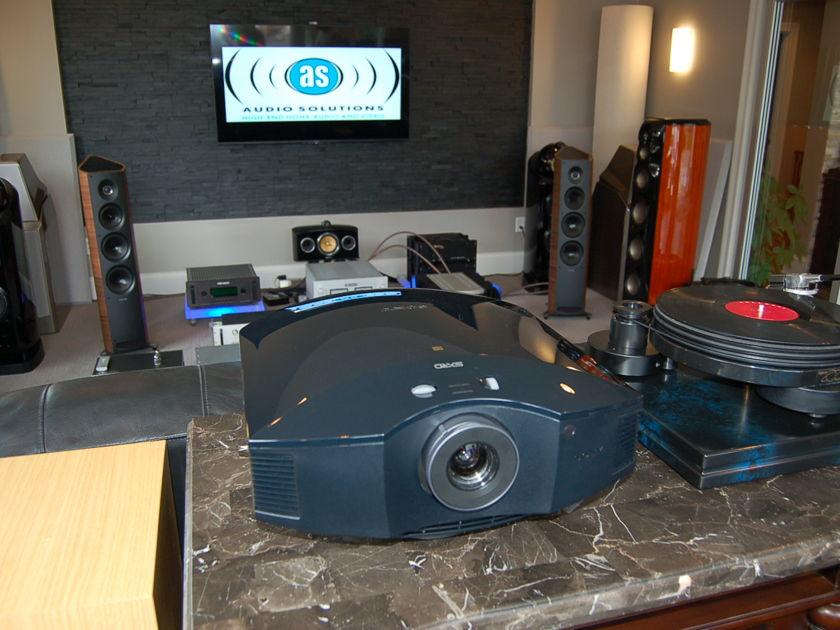 Sony  VPL-HW50es SXRD Projector w/ new bulb