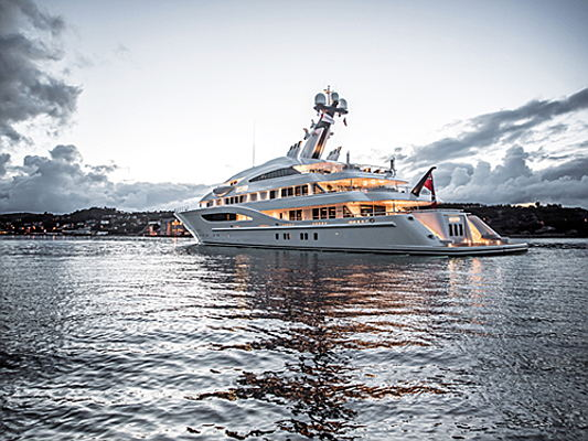 Visp - The absolute luxury class on the sea: superyachts by Lürssen. Engel & Völkers spoke with shipyard owner Peter Lürßen about his company.