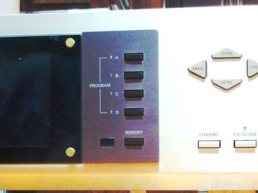 Accuphase DG-28 Digital Equalizer - 64 band 1/6 octave, analog I/O included