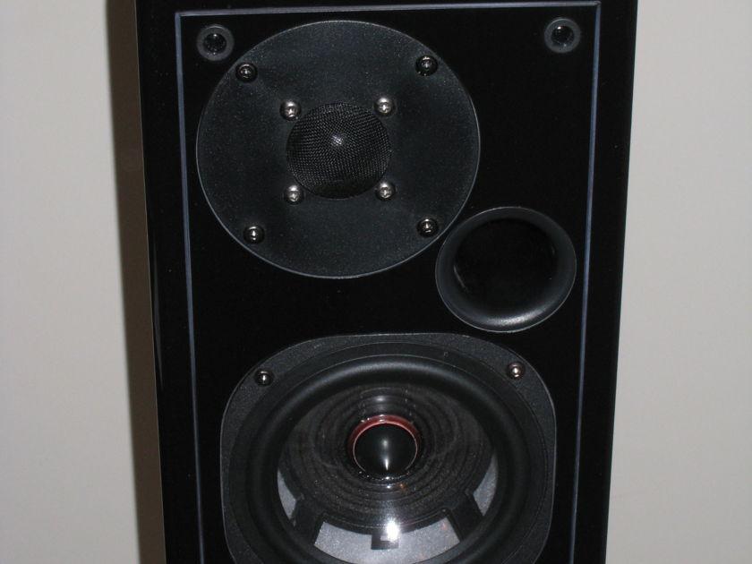 USHER S520 Gloss Black Bookshelf Speakers