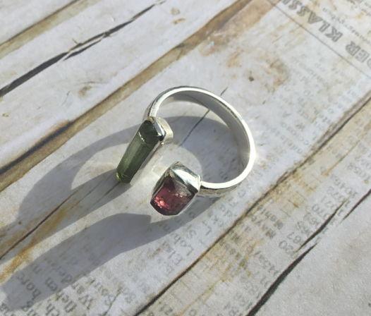 Кольцо с турмалинами негранеными (незамкнутое)
