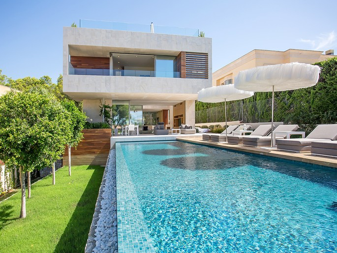 Stylish family villa in Old Bendinat