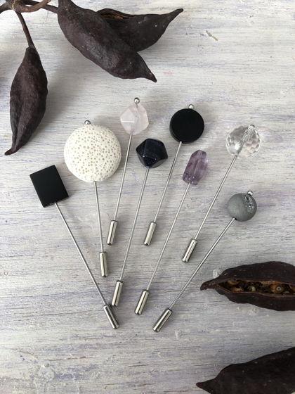 Брошь-фибула с натуральными камнями