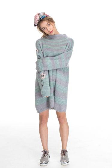 Мятный свитер оверсайз с вышивкой ручной работы