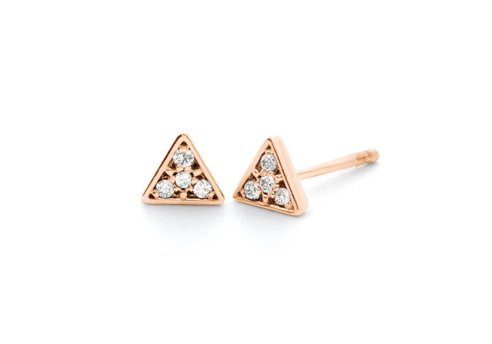 boucle d'oreilles triangle avec un pavé de trois diamants