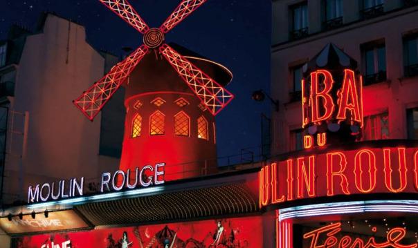 Париж: шоу в «Мулен Руж» с шампанским
