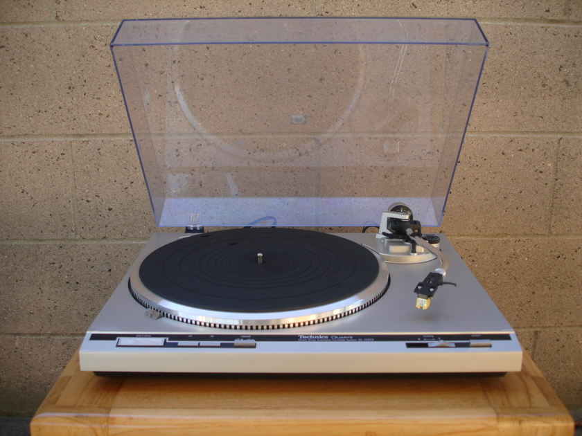 Technics turntable  SL-Q303  direct drive quartz automatic turntable