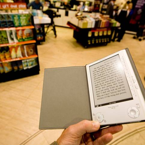 paper book vs ebook essay A teen perspective: e-books vs print books  what makes reading an e-book more popular than reading a print book  essays & analysis in the news.