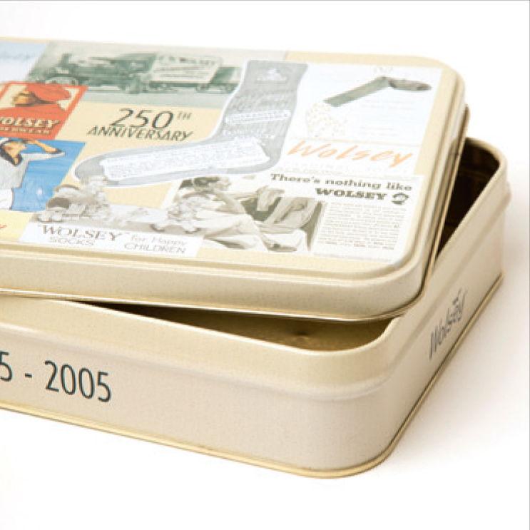 A slip lid tin