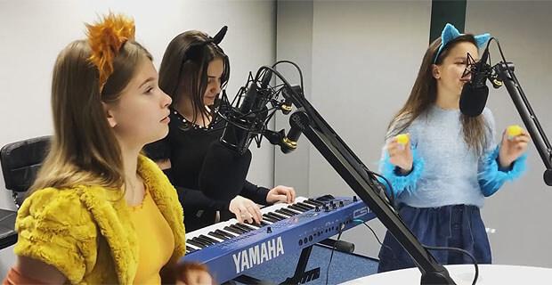 Детская группа «Кошки» невероятно круто исполнила хит Звонкого в эфире «Народного Радио» - Новости радио OnAir.ru