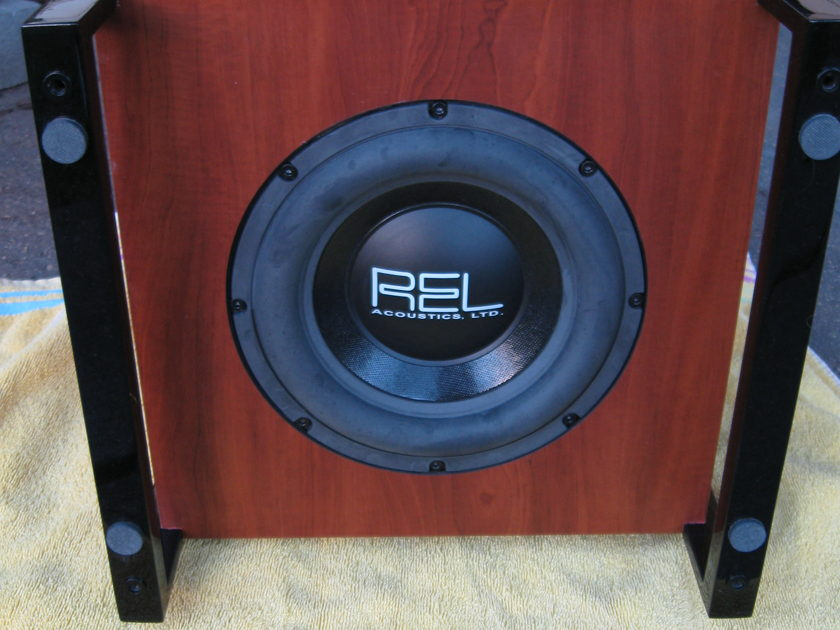 REL Acoustics T2 subwoofer, compact and powerful