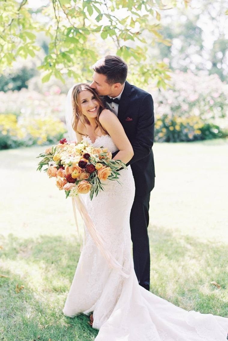 Ventosa Vineyards wedding florist | salmon and peach garden rose wedding bouquet