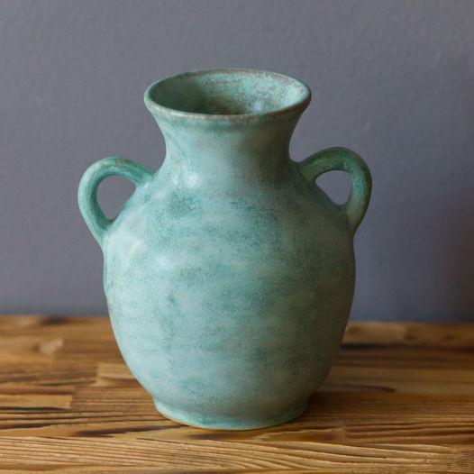 Керамическая ваза с ручками