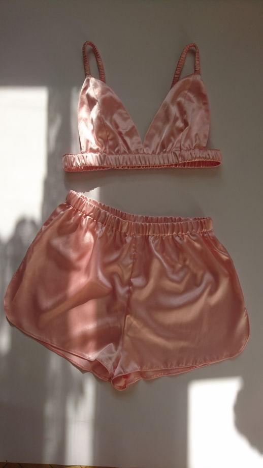 Атласная пижама комплект лиф и шорты