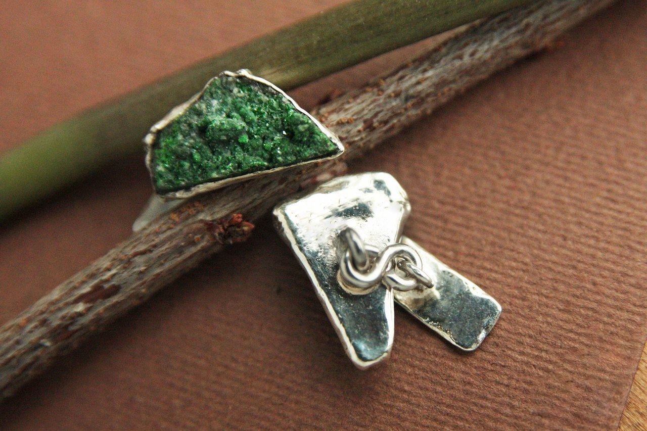 Запонки серебряные с уваровитом