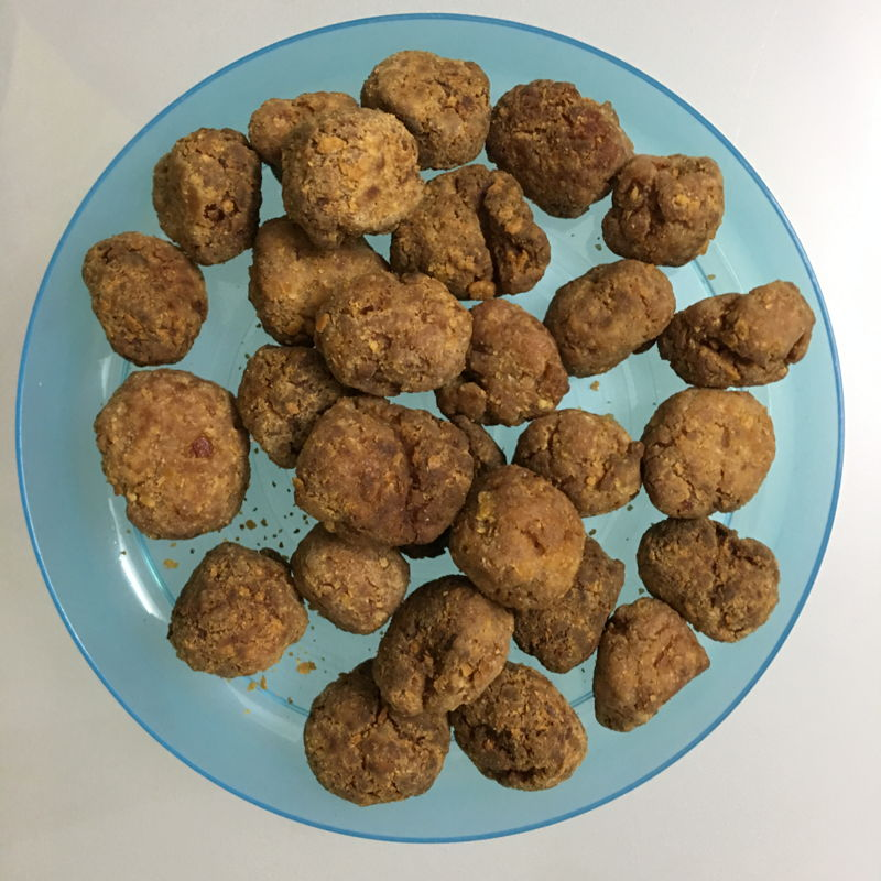 Hokkien Fried Meatballs. I got this recipe from cooking book.  :)) A lot of chopping but can make many balls.  I freeze them for next meal.   Tasted yummy. Just a bit hot from the pepper, need to reduce it.