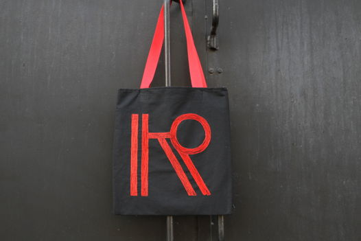 Черная холщовая сумка- шоппер с ручной вышивкой