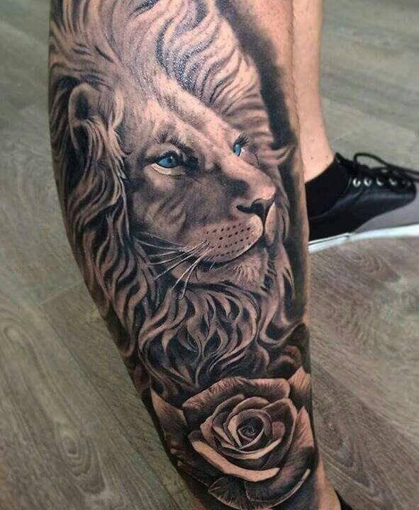 Tatouage Lion Yeux Bleus