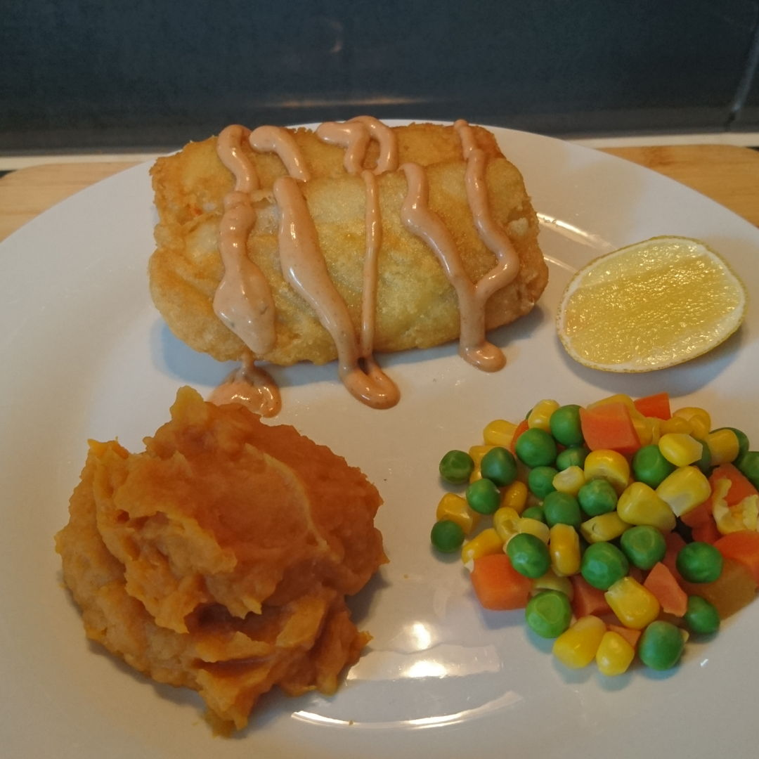 Date: 30 Jan 2020 (Thu) 1st Meal Set: Battered Fish Fillets with Mashed Sweet Potato [199] [139.0%] [Score: 8.0] Cuisine: Western Dish Type: Lunch Battered Fish Fillets served with: 1.Mashed sweet potato 2.Australian carrots, peas, and corns 3.Seafood sauce 4.Lemon slice  Trying to finish off what're in the freezer. The only thing that is completely finished is the mashed sweet potato. The rest are still in the freezer!