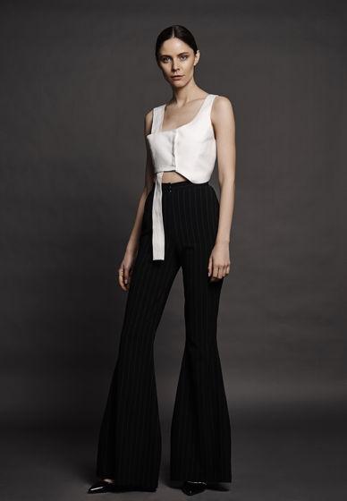 Черные брюки-клеш в тонкую белую полоску