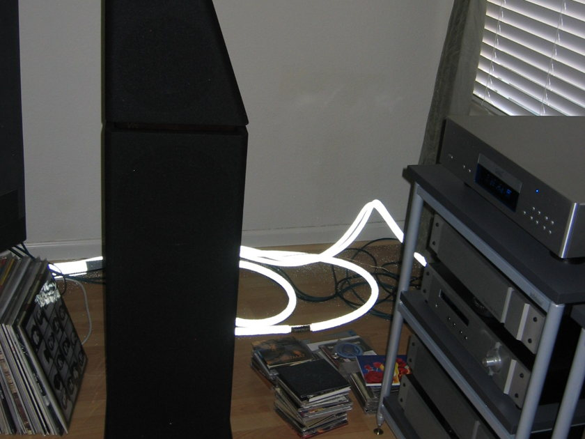 Von Schweikert Audio VR4 Gen3 HSE Rosewood with black grills