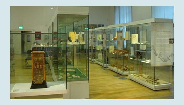 aegyptisches museum vitrinen