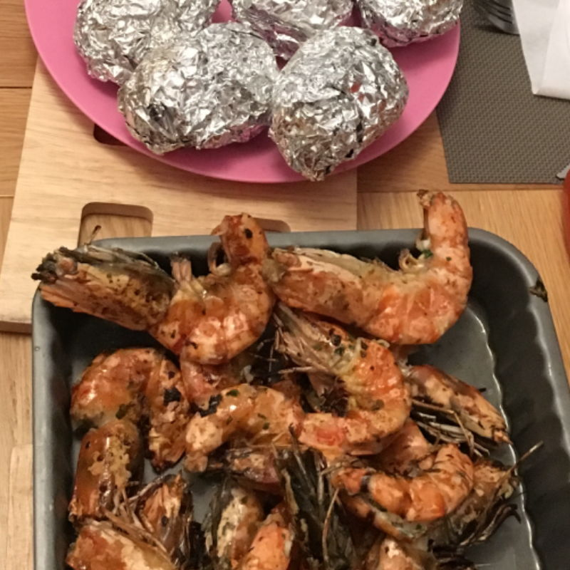 Parsley + Garlic + Margerine + Salt + Pepper ...., eaten with baked potatoes & cream frais. Yummy 😋