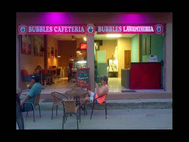 Ahora en Montañita 'Cafetería y Lavandería Bubbles' !!-Montañita