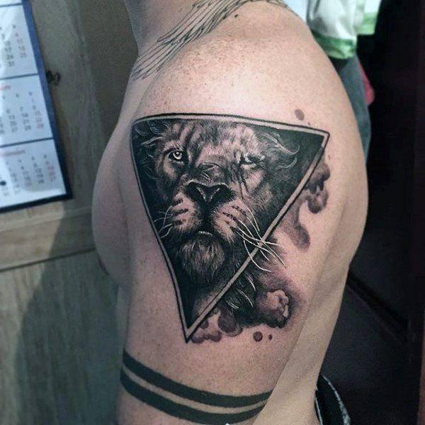 Tatouage Lion Triangle Art