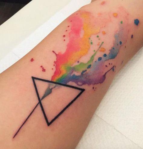 Magazine top 20 des tatouages triangle allotattoo - Signification tatouage triangle ...