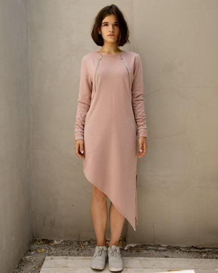Женское платье, из футера пудового цвета с люрексом