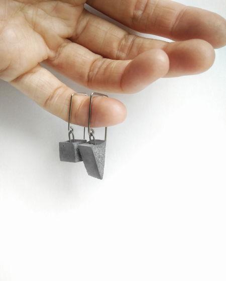 Непарные серьги куб и треугольник