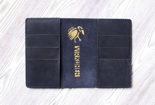 """Синяя обложка для паспорта, из натуральной кожи на застежке """"Индиго сильвер"""""""