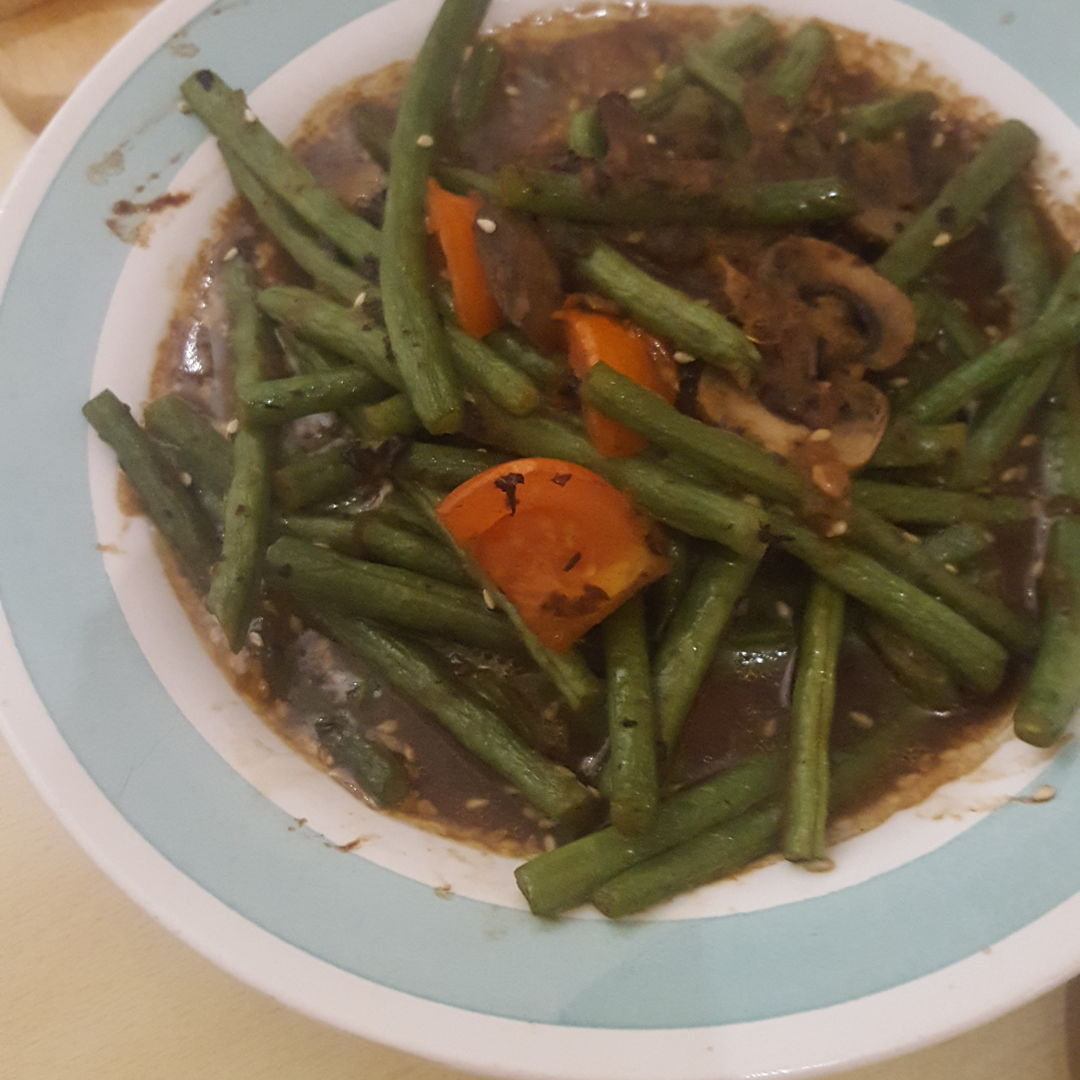 Green beans and carrots with spicy blackbean .