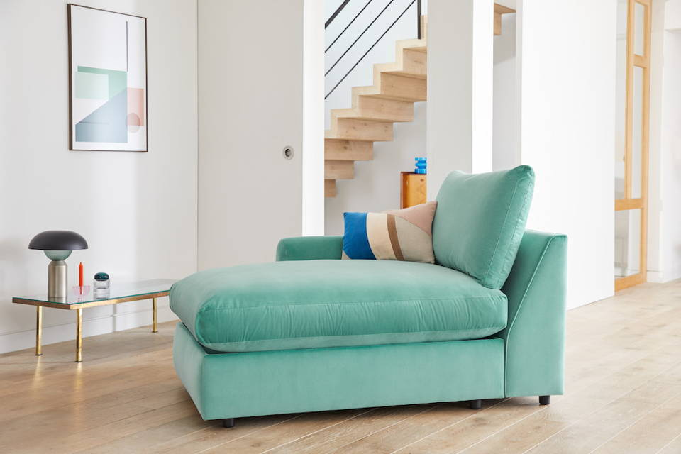 Snug Modern Chaise Longue Sofa