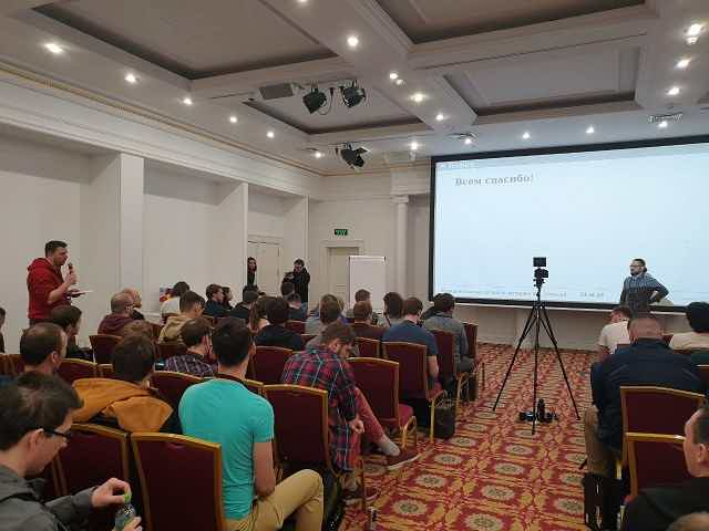 Алексей Пирогов выступает на конференции