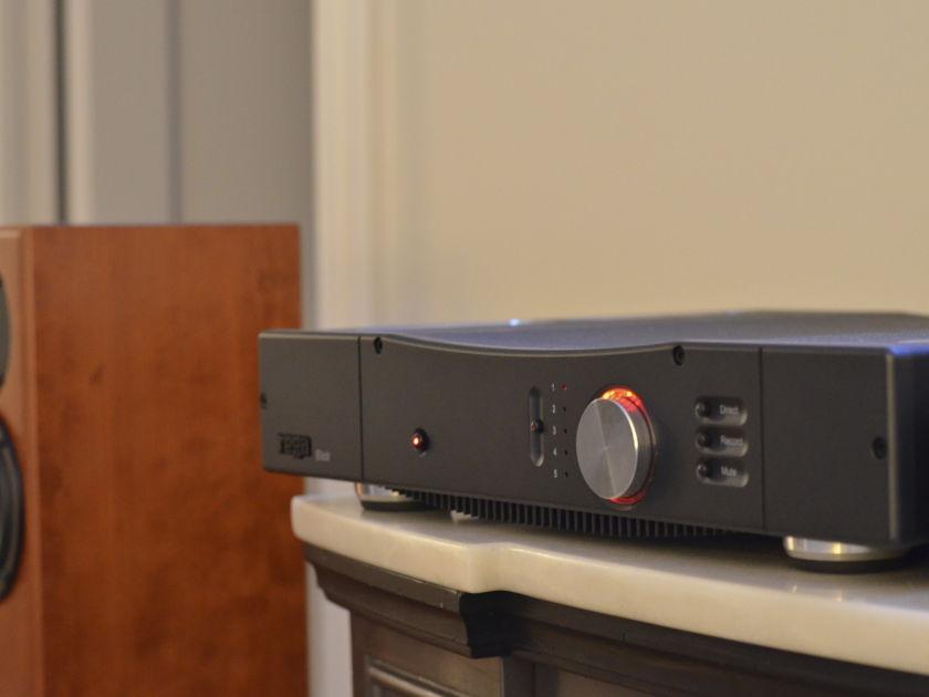 Rega Elicit Black Integrated - Box, manual, remote