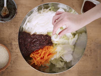 Prepare chili paste to mix with vegetables