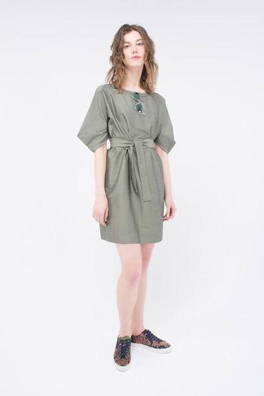 """Платье """"Bug"""" зеленое с архитектурным рукавом и поясом"""