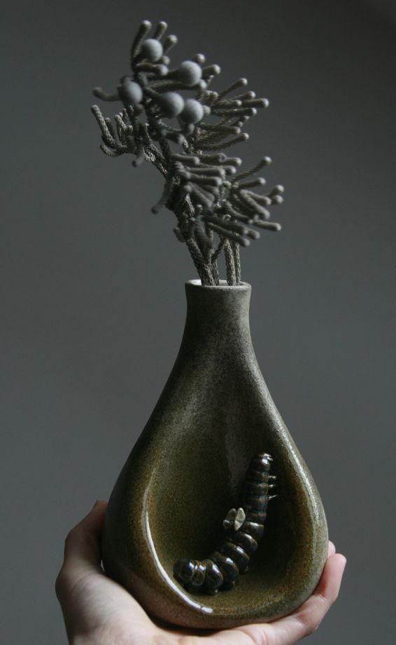 Ваза керамическая. Сон гусеницы